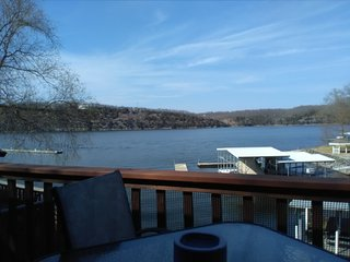 Decorated, romantic, waterfront condo with main channel views., Osage Beach