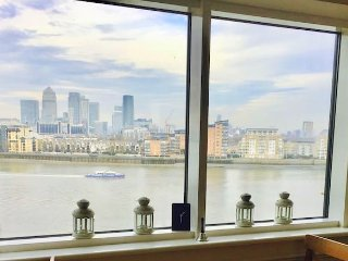 Thames View Room King bed + Bath