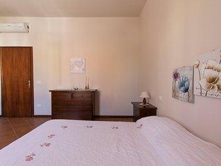 Bilo al primo piano con una camera, ampio soggiorno con divano letto, bagno