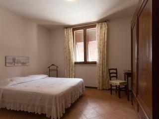 Trilo a piano terra con 2 camere,2 bagni, cucina,wifi, veranda coperta, giardino
