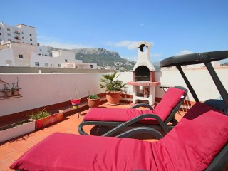 Sunny Penthouse with 33m2 Roof Terrace w/ BBQ in the heart of Calpe - 10mn walk