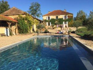 Marciac Farmhouse- splendid views, superb pool, gardens and close to jazz