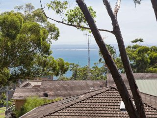 4 'Far Horizons', 77 Ronald Avenue - fantastic unit with water views