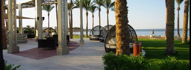 Passing Rixos Seagate on a walk along our beach promenade, also very suitable for rollerblading.