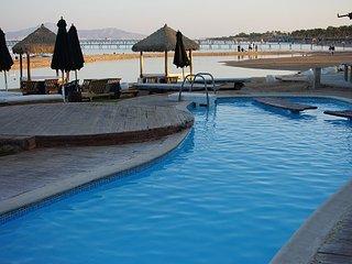 Laguna Vista Residence home with beach and garden