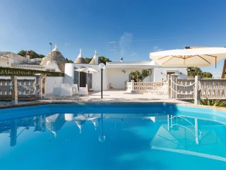 769 Characteristic trullo with Pool in Martina Franca