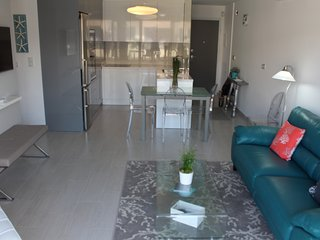 **** PENTHOUSE APARTMENT 5 MINUTE WALK TO THE BEACH ****