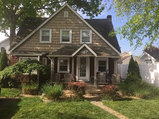 Beachy Chic Cottage, peacful neighborhood, 5 min walk to beautiful beach, Belmar