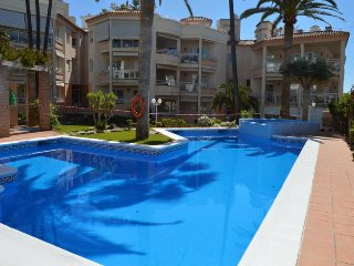 3 BEDROOMS APARTMENT IN PARADOR AREA WITH POOL, A/C and WIFI, Nerja