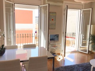 SUNNY APARTMENT IN GRACIA! BALCONY AND WIFI
