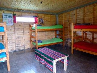 Cama en cabana, acceso para discapacitados, deck y cocina, para 6 personas