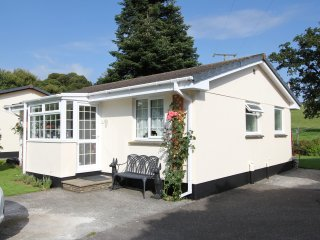 ROSECRADDOC 2 BED BUNGALOW BY RIVER SUIT 2COUPLES