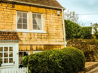 Lock View is a lovingly cared for character cottage with private parking, Bradford-on-Avon