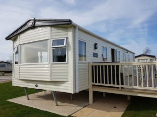 Luxury 3 bedroom 6 berth ABI Oakley caravan on Tattershall Lakes