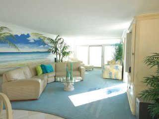 Beautiful Ocean Front Condo with large private balcony, Ocean City