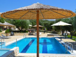 FAIRWAY RESIDENCE, Villa de Luxe Helios with private spa
