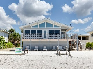 Delightful Open Concept Beachfront Getaway with wall to wall views! - Seabreeze, Fort Myers Beach