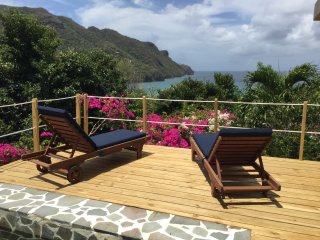 Spectacular View, Lovely Gardens, Private Pool, Steps to Beach, Lower Bay