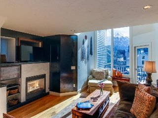Upscale, multi-level condo w/ great mountain views - walk to ski lift