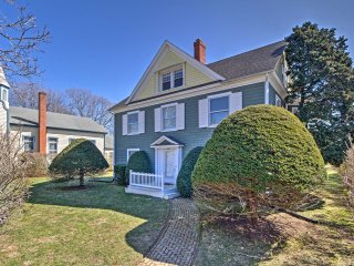 NEW! Cozy 6BR Amagansett Home - Walk to Beach!