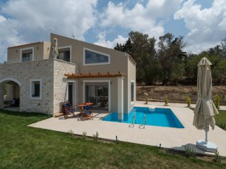 Brand new 3 bedroom villa, private pool & BBQ  with stunning views!, Margarites