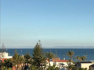 Albaida 2 bellas vistas al mar y montanas , 50m de la playa, wifi, piscina comm
