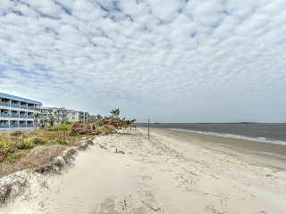 NEW! 1BR Tybee Island Condo 100 Yards From Beach!