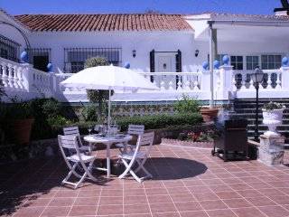 Luxury Villa 4 bedrooms, four bathrooms, close to beach (600m)