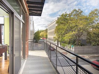 Stay with Lucky Savannah: Modern 3BR / 3BA Historic District Condo w/ Parking