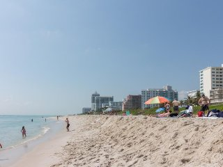 Cute oceanfront condo w/ shared pool and other resort amenities, Miami Beach