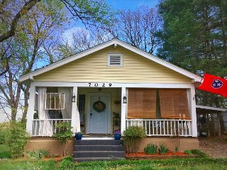 Adorable Maplewood Cottage, Ruby Falls - 1 mile, Downtown Chattanooga 5 miles
