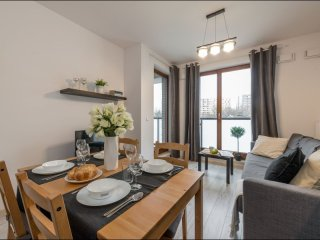 Verdis apartment in Wola with WiFi, priveparkeerplaats, balkon & lift.