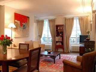 Lovely and Luxurious 2 BR in Heart of Left Bank