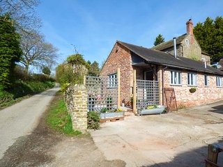 GOOSEPOND first-class accommodation, brick-built, patio, pet-friendly, Craven, Craven Arms