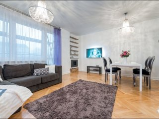 Tamka 2 apartment in Stare Miasto with WiFi, air conditioning, balcony & lift.