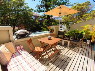 Sun-filled Art Deco Beach pad in heart of Manly!, Varonil
