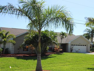 Villa Sharon - Lovely Pool Home with Gulf Access Sleeps 8
