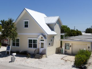 Seabreeze Cottage ~ RA144604, Bradenton Beach