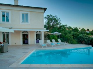 Luxurious Cannes Villa With Sea View 7BR 225m2, Vallauris