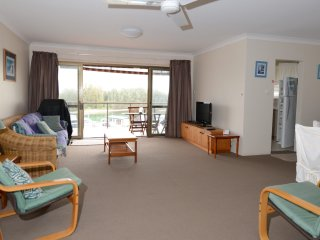 Braemar Unit 6 - Opposite Lake