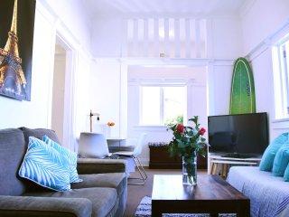 1 Bedroom+Sunroom+Parking 2 mins from Bondi Beach