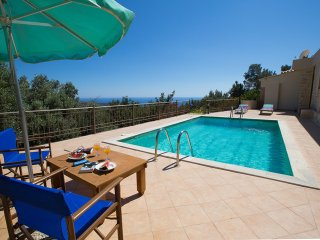 Villa - 3 km from the beach, Triopetra