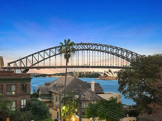 Lux Sydney Studio with Dream Harbour Views, North Sydney