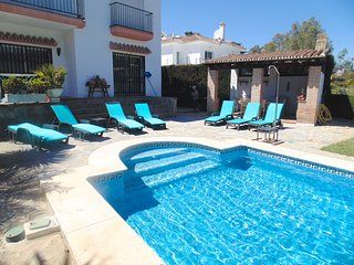 LOCATION! PUERTO BANUS 5 BED VILLA, PRIVATE POOL