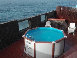 Espectacular chalet con piscina en 10 linea de playa
