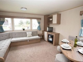 Combe Haven At the Top of the Park. 3 bedrooms Caravan 2017 Sleeps 8 on Hillside