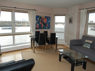 Luxury two bedroom riverside apartment in Canary Wharf