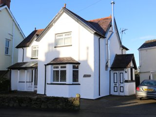Hyfrydle, family holiday home, close to Benllech Beach