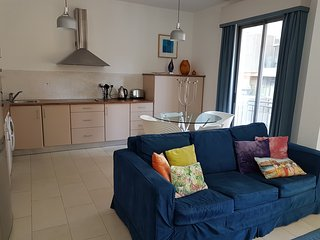 Modern 1 Bedroom Apartment, Portomaso, San Ġiljan