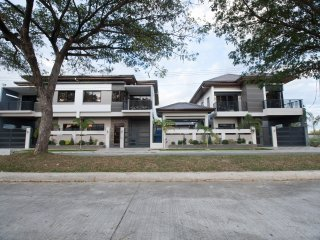 CLA Townhouse - Annalene 2 BR (4 to 6 pax), Clark Freeport Zone